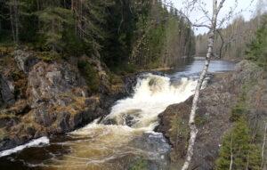 Где находится водопад Кивач