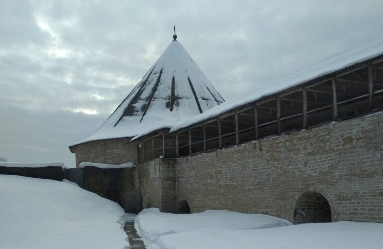 Староладосжкая крепость: внутренний двор