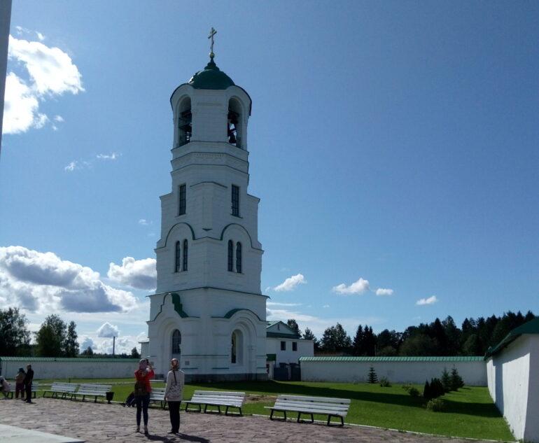 Колокольня Александро-Свирского монастыря