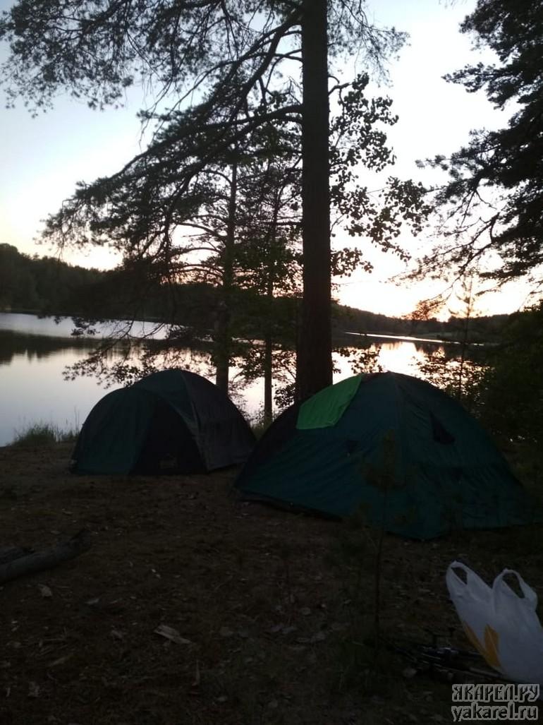 Ладожские шхеры с палатками