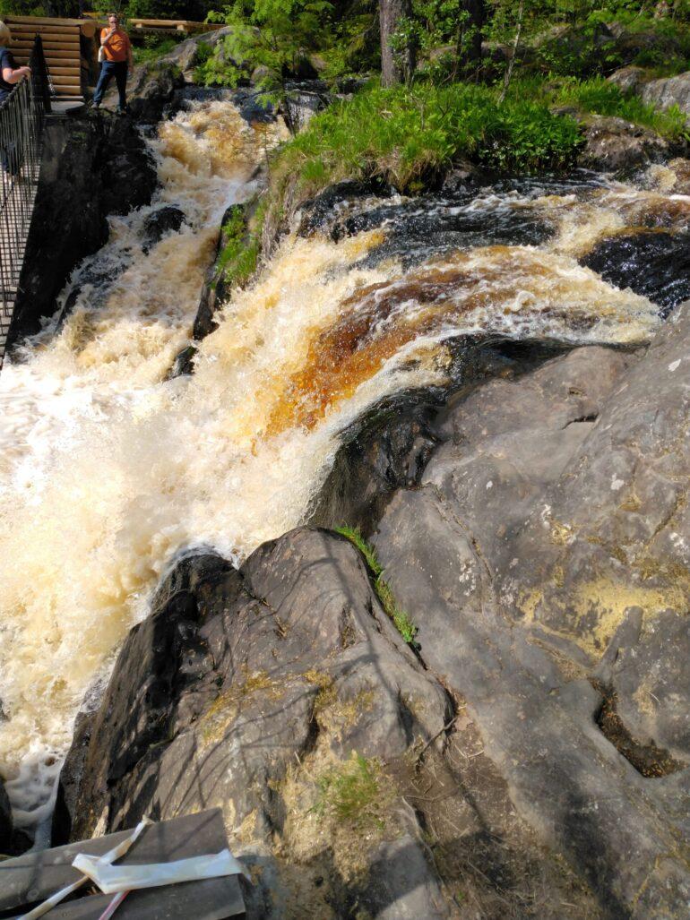 Режим работы водопада Ахвенкоски